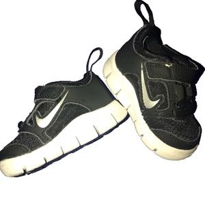 ⭐️ Nike Black baby shoes size 2